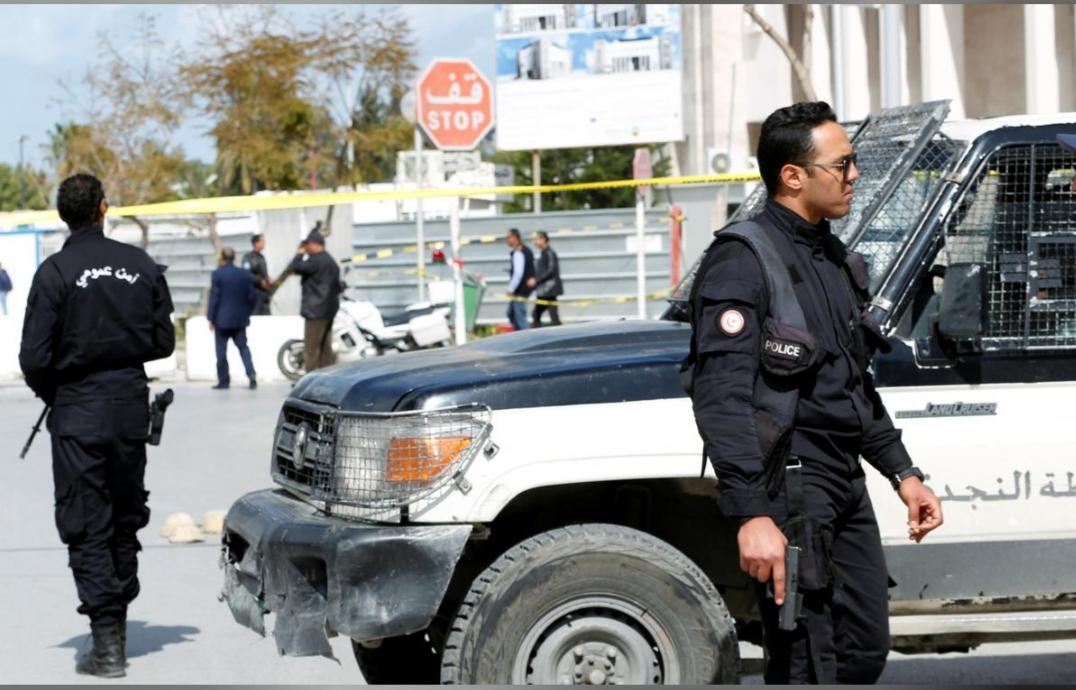 تفجير خارج السفارة الأمريكية في تونس ومقتل شرطي