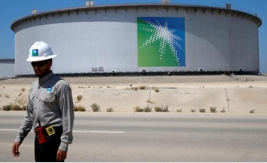 """وول ستريت جورنال"""": القصة الخفية لإغراق السعودية أسواق النفط"""