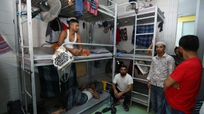العمال المهاجرون بلبنان بين هجير أزمة الدولار ونار إجراءات العزل