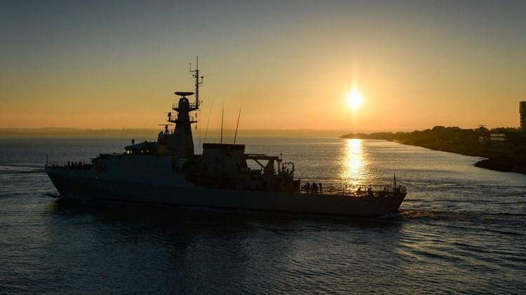 بريطانيا ترسل سفينتين حربيتين إلى جيرسي إثر نزاع مع فرنسا