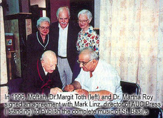 In 1996, Moftah, Dr. Margit Toth (left) und Dr. Mortha Roy signed an agreement with Mark Linz, director of AUC Press (standing) to publish the complete music of St. Basil's liturgy