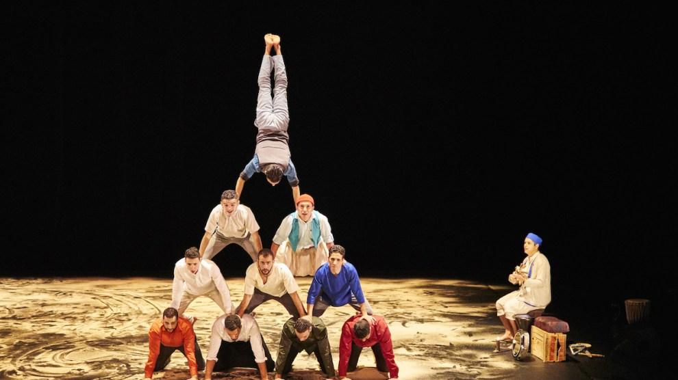 Gruppo acrobatico Halka-5 @Richard-Haughton