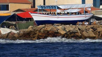 """Photo of """"لولو روز"""" سفينة تتحدى القيود الإسرائيلية وتتحول لمعلم سياحي على شاطئ غزة"""