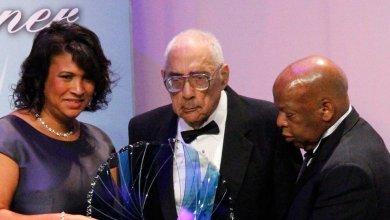 Photo of وفاة أول صحافي يعمل في أميركا من أصول أفريقية