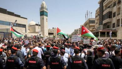 Photo of الاحتجاجات الأردنية تسفر عن إصابة شرطي بجروح