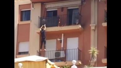 Photo of مهاجر مغربي يتسلق مبنى لينقذ أسرة من حريق في إسبانيا