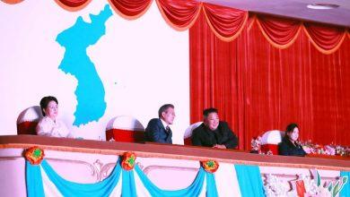 Photo of زعيما الكوريتين يزرعان شجرة السلام ويحضران عرضا مسرحيا في بيونج يانج
