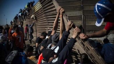 Photo of السلطات الأميركية تعيد فتح الحدود مع المكسيك ..وتقبض على 42 مهاجرا
