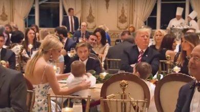 Photo of احتفالا بعيد الشكر .. ترامب يشكر نفسه ويتناول البطاطا والديك الرومي مع عائلته