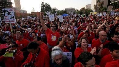 Photo of اضراب معلمي لوس أنجلوس عن العمل لأول مرة منذ 30 عاما