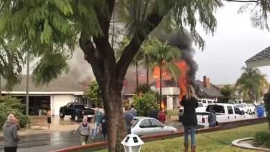 Photo of سقوط طائرة على منطقة سكنية بولاية كاليفورنيا