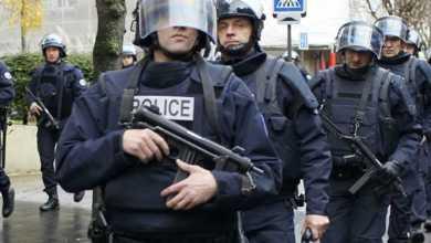 Photo of مصادرة أسلحة لشرطيين فرنسيين بسبب مخاوف من تطرفهما