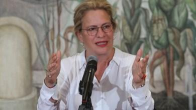 Photo of تعرف على وزيرة البيئة المكسيكية التي استقالت بسبب تعطيلها إقلاع طائرة
