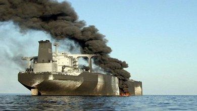 Photo of انفجارات تستهدف ناقلتي نفط عملاقتين في خليج عُمان