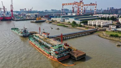 Photo of تصادم ناقلة نفط كويتية مع باخرة سنغافورية بميناء بنجلاديش