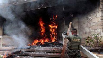 Photo of محتجون يضرمون النار بالسفارة الأمريكية في هندوراس