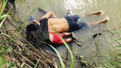 Photo of صورة لجثة رضيعة تحتضن والدها أمام الحدود الأمريكية تهز العالم