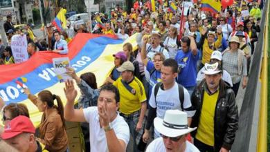 Photo of الآلاف يحتجون في كولومبيا على مقتل نشطاء حقوقيين