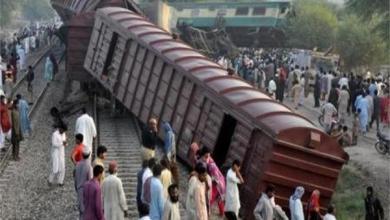 Photo of ارتفاع عدد ضحايا قطاري باكستان إلى 21 قتيلاً و89 جريحًا