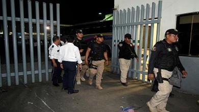 Photo of المكسيك تعتقل متطرفًا في مركز احتجاز للمهاجرين وتسلمه لأمريكا