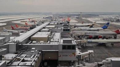 Photo of إطلاق طائرات مسيرة فوق مطار هيثرو للتحذير من تغير المناخ