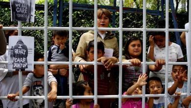 Photo of محكمة أمريكية تقر حق الأطفال المهاجرين المحتجزين في الغذاء والعناية الصحية