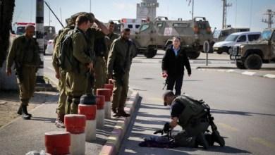 Photo of طعن 3 إسرائيليين على يد طفل فلسطيني بالضفة