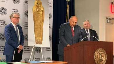 "Photo of مصر تسترد التابوت الذهبي للكاهن ""نجم عنخ"" من أمريكا"