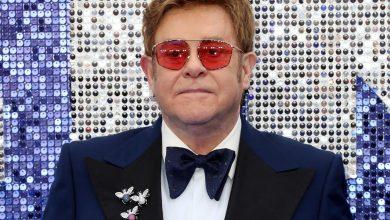 Photo of إلتون جون يكشف أسرار نجوم العالم في سيرته الذاتية