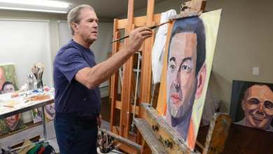 Photo of جورج بوش يعرض 66 لوحة رسمها بنفسه لضحايا حروبه