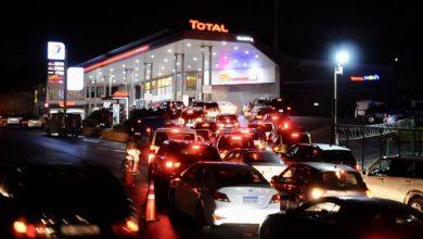 Photo of نقص الدولار يجدد أزمة المحروقات في لبنان وتوقف المحطات عن بيع الوقود