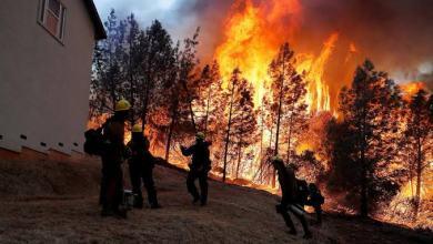 Photo of إجلاء 50 ألف شخص بعد اتساع حرائق الغابات في كاليفورنيا