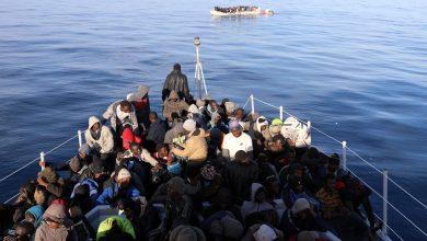 "Photo of البحرية الليبية تنقذ 89 مهاجرًا غير شرعي قرب ساحل مدينة ""الخمس"""