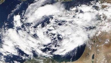 Photo of عاصفة وإعصار مداري يضربان عدة دول عربية غدًا