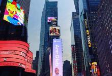 "Photo of سبوتيفاي تحتفي بملصق ألبوم ""عمرو دياب"" الجديد في نيويورك"
