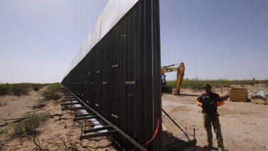Photo of البيت الأبيض يسعى لإطلاق بث حي لبناء الجدار الحدودي