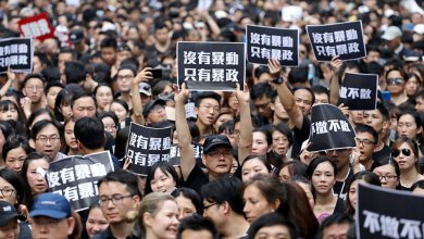 Photo of ترامب يوقع قانونًا يدعم متظاهري هونج كونج والصين تتوعد بالرد