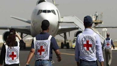 Photo of الصليب الأحمر ينقل 128 سجينًا حوثيًا من السعودية إلى صنعاء