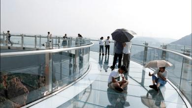 Photo of الصين تغلق جسورًا زجاجية في مناطق سياحية لمخاوف تتعلق بالسلامة