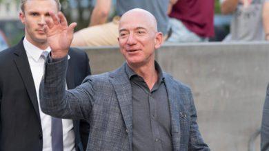 Photo of أغنى رجل في العالم يتبرع للعائلات المشردة في 23 ولاية أمريكية