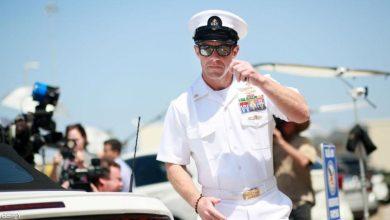 Photo of البحرية الأمريكية تتحدى ترامب وتواصل طرد جندي متهم بجرائم حرب