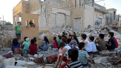 Photo of فنان سوري يوجه رسالة للعالم لإنقاذ أطفال إدلب (فيديو)