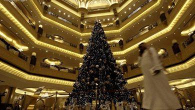 Photo of دولة خليجية تحتفل بالكريسماس لأول مرة والسعودية تتبرأ منه
