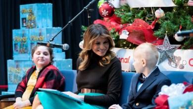 Photo of بالصور.. ميلانيا ترامب تحتفل بالكريسماس مع أطفال المستشفى الوطني