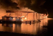 Photo of مصرع 8 أشخاص وتدمير عشرات القوارب في حريق بولاية ألاباما