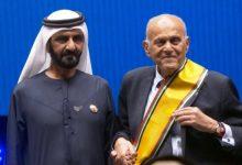Photo of سقوط البروفيسور مجدي يعقوب على المسرح أثناء تكريمه في دبي