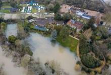"""Photo of العاصفة """"دينيس"""" تتسبب في غرق قصر جورج كلوني"""