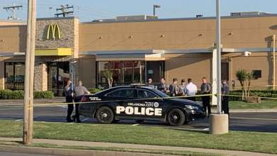 Photo of سيدة تطلق النار على 3 مراهقين داخل مطعم في أوكلاهوما