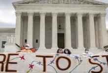 Photo of المحكمة العليا تلغي قرار ترامب بإنهاء برنامج المهاجرين الحالمين