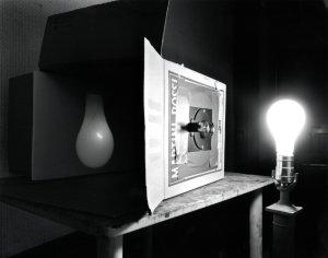 صورة طيفية مقلوبة لمصباح كهربائي